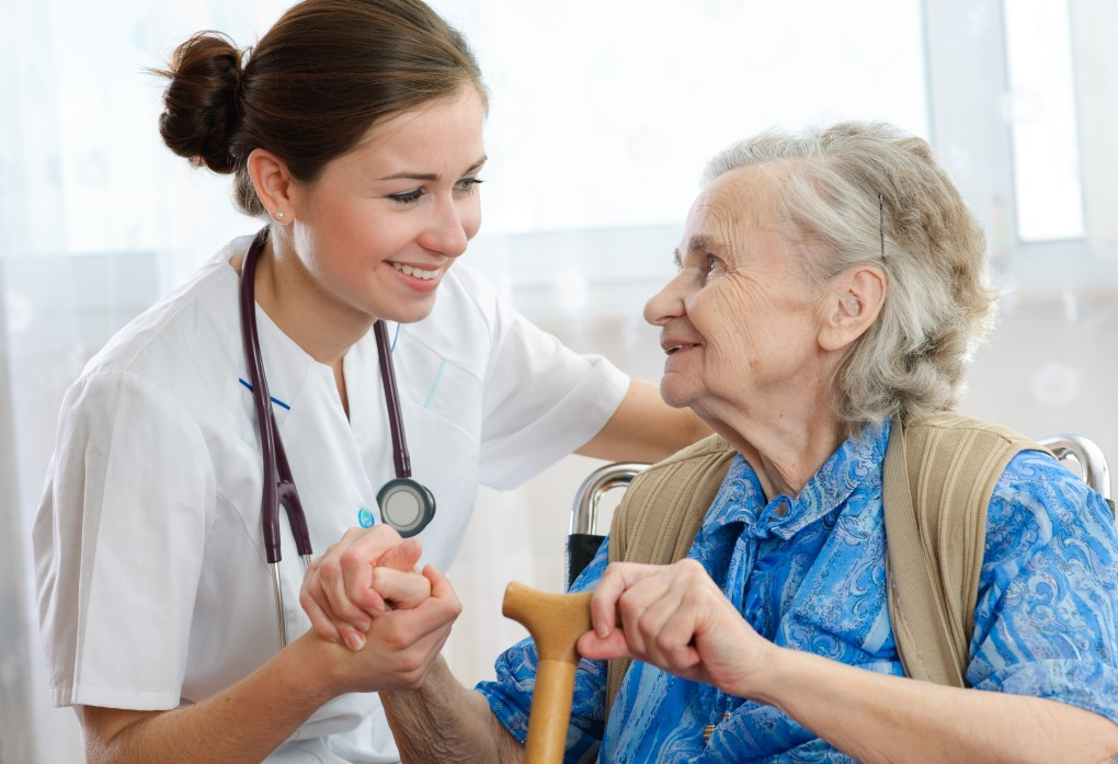 nurse_with_patient